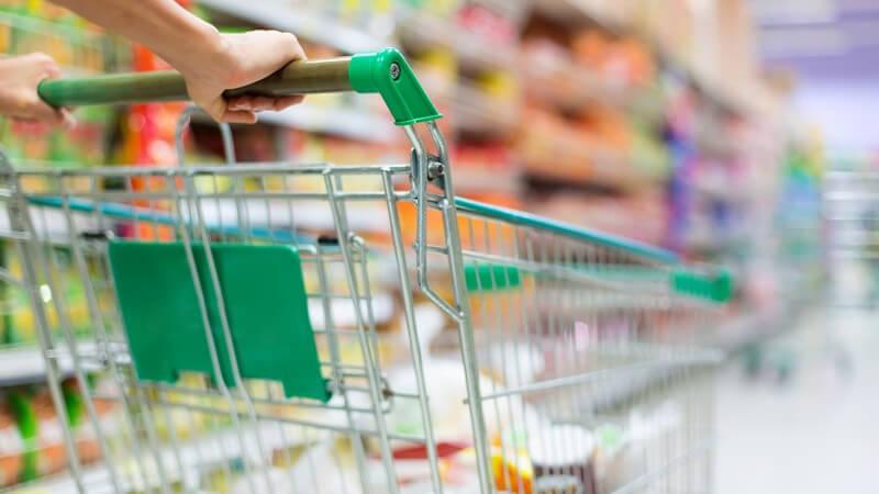 Für eine längere Haltbarkeit von Lebensmitteln - es gibt verschiedene zugelassene Konservierungsstoffe; sie werden mit einer E-Nummer gekennzeichnet