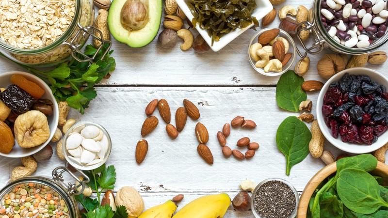Vollkornprodukte, grünes Gemüse und Sonnenblumenkerne gelten als besonders reiche Magnesiumquellen