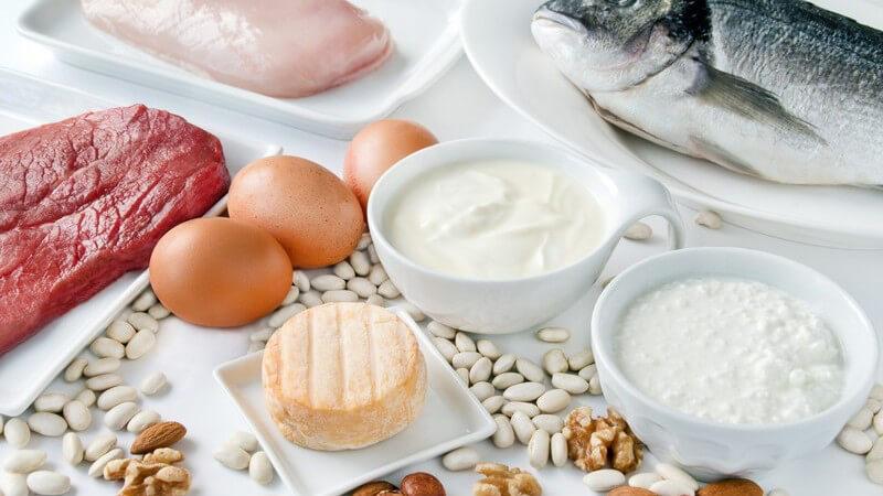 Ein Vitamin A-Mangel entsteht in der Regel nur sehr selten - zu den möglichen Beschwerden zählen Appetitlosigkeit, Schlafstörungen, Durchfall und Nachtblindheit