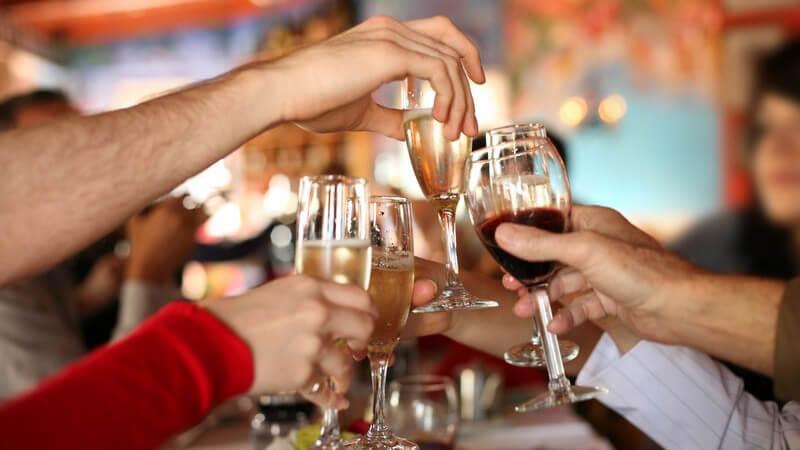 Wirkung und Folgen von Alkoholkonsum - vom Kater und dem richtigen Umgang mit Alkohol; es gilt, besonders Jugendliche aufzuklären
