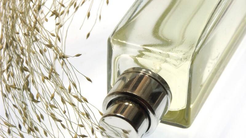 In damaligen Zeiten wurden natürliche Duftstoffe verwendet, die man z.B. aus Tiersekreten oder Pflanzen gewann - im 19. Jahrhundert stellte man die ersten synthetischen Stoffe her