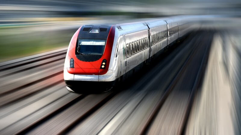 Mit einer Bahnfahrkarte preiswert unterschiedliche europäische Bahnlinien nutzen
