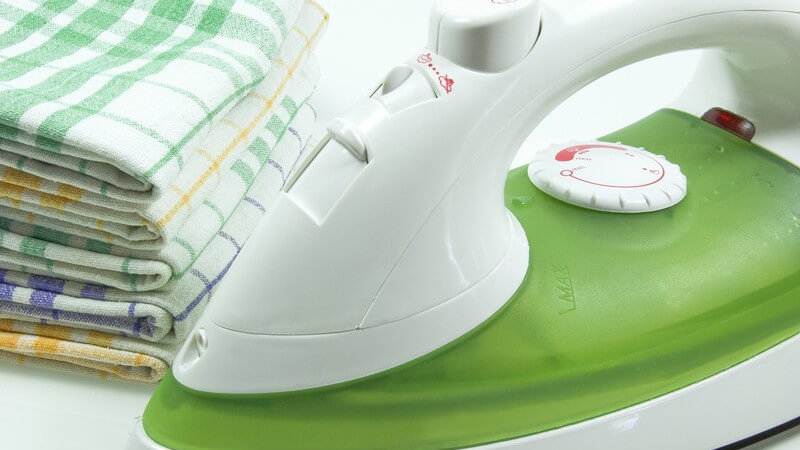 Bügeln ist dank moderner Technik und unterstützender Tipps und Hilfsmittel längst keine schwierige Aufgabe mehr