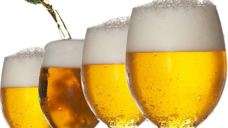 Gemischt wird das Bier z.B. mit Cola, Limonade, Saft oder Sekt