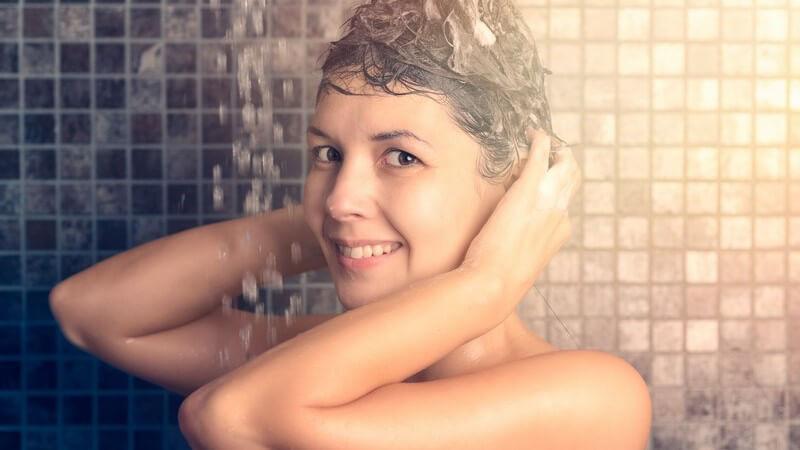 Wir nennen mögliche Nebenwirkungen von Anti-Schuppen-Shampoos für die Haare