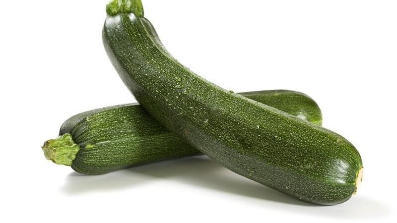 Besonders, wenn man Gemüse einfrieren möchte, sollte man auf die richtigen Blanchierzeiten achten
