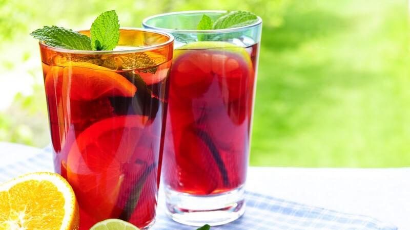Eine Bowle lässt sich sowohl kalt, als auch heiß genießen und kann auch alkoholfrei daherkommen