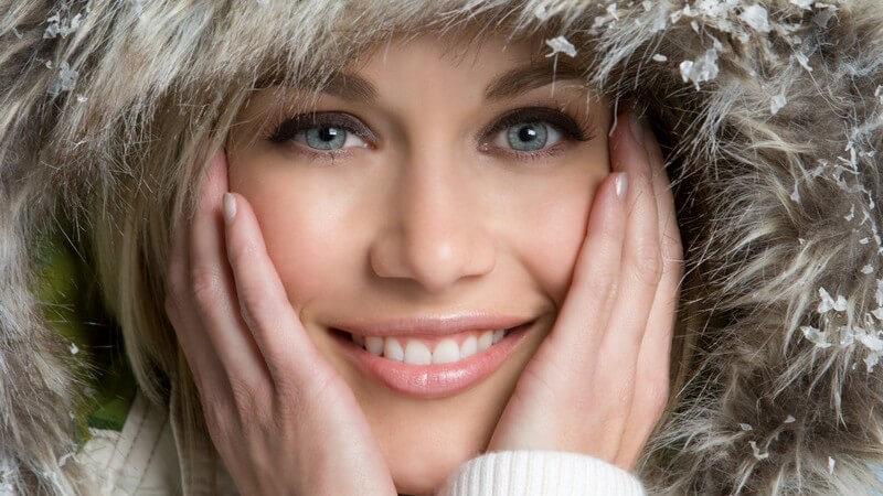 Welche Kriterien eine warme Winterjacke erfüllen muss und zu welchen Modellen Frauen und Männer gern greifen