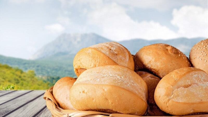 Rezept für selbst gebackene Brötchen - wichtige Zutaten und Tipps zum richtigen Vorgehen