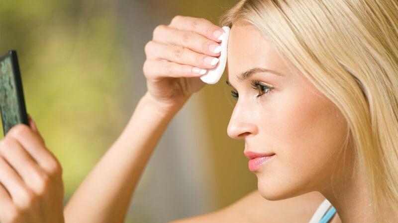 Mit den praktischen Pads aus Watte schminken Sie sich ab, pflegen Sie Ihre Augen und Haut und entfernen spielend Nagellack