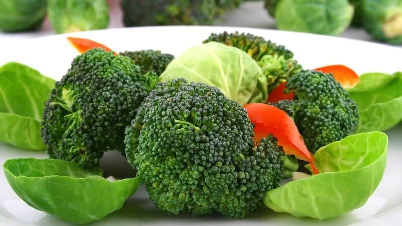 Gemüse sollte bei mittlerer Hitze gedünstet werden - manche Sorten eignen sich für diese Garmethode besonders gut