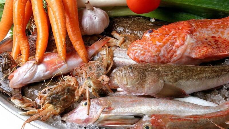 Es gibt mehrere Möglichkeiten, wie man Fisch dünsten kann - wir haben die passenden Tipps