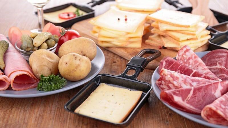 Ein Raclette lässt sich je nach Geschmack mit den unterschiedlichsten Zutaten zubereiten - wir geben leckere Anregungen, wie z.B. das Raclette Hawaii