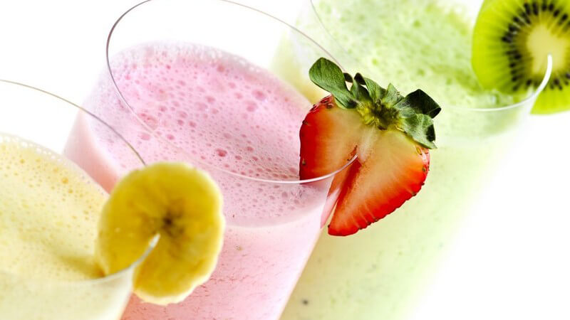 Beliebt ist zum Beispiel die Kombination von Milch mit Früchten, Eis oder auch Alkohol