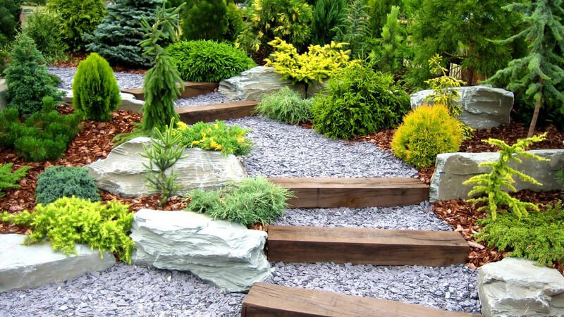 Die japanische Philosophie wird in japanischen Gärten behandelt - man unterscheidet Zen-Gärten, Teegärten und Wandelgärten