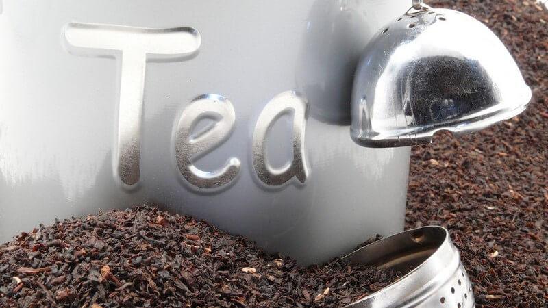 Zu den Inhaltsstoffen zählen Koffein, Theobromin und Tannine