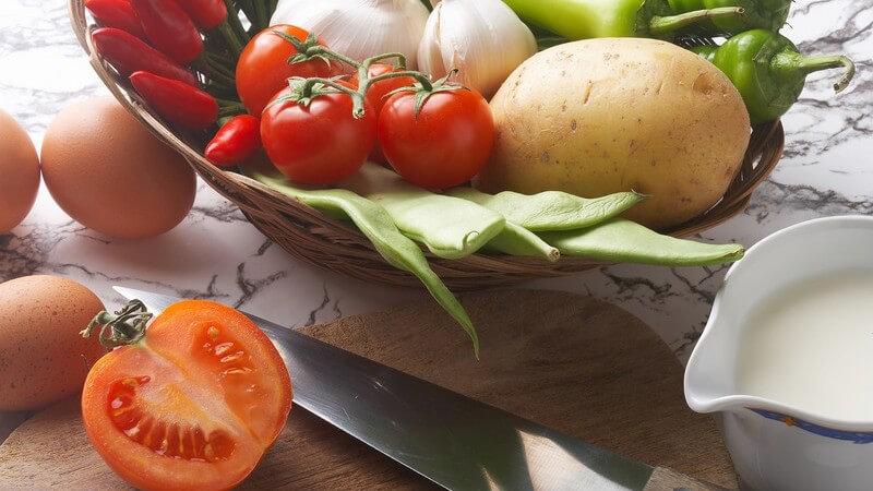 Wir geben Tipps, wie Sie z.B. mit Kartoffel-, Apfel- oder Kiwischalen weitere Gerichte verfeinern können