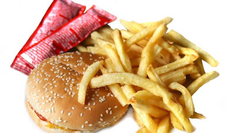 Das erste Fast Food Restaurant wurde 1955 eröffnet - mittlerweile ist diese Ernährungsweise sehr beliebt, wenn auch ungesund