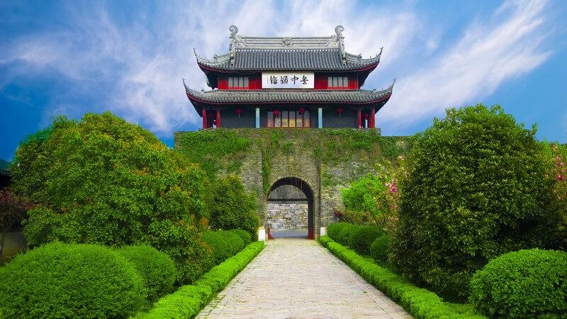Zielsetzung der chinesischen Gärten ist das Erreichen von Harmonie der so genannten sieben Dinge, von Erde, Himmel, Wasser, Steinen,  Pflanzen, Gebäuden und Wegen