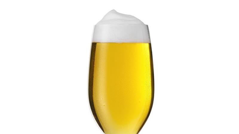 Biergläser unterscheiden sich hinsichtlich der Größe, der Form sowie des Aufdrucks