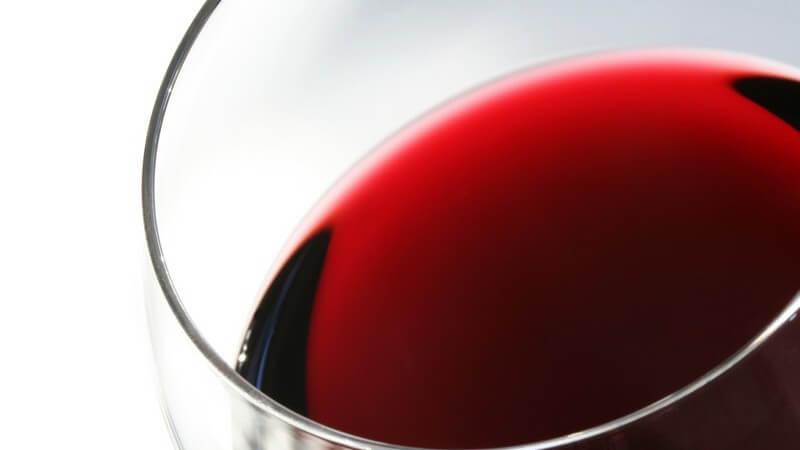 Wein stilvoll anbieten - Wissenswertes über Weinkaraffen