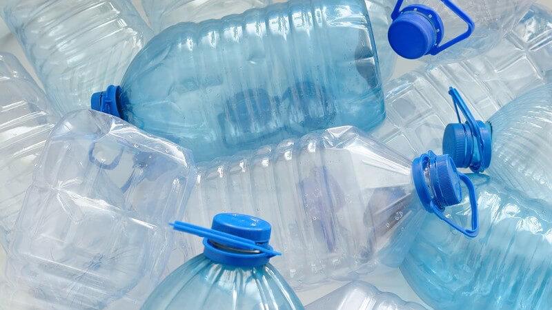 Viele Flaschen lassen sich wiederverwenden - Voraussetzung dafür ist jedoch eine gründliche Reinigung