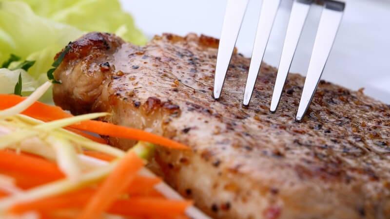 Gabeln nutzt man zum Essen verschiedener Speisen; dafür gibt dementsprechend unterschiedliche Arten - auch zum Servieren finden sie Verwendung