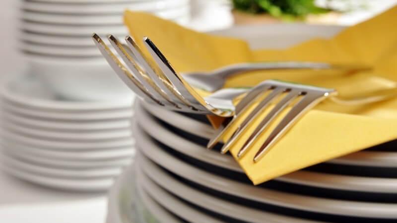 Ob Vorspeise, Hauptgang oder Dessert - ohne das passende Geschirr lassen sich Speisen nicht servieren; auch in der Mikrowelle kommt es zum Einsatz