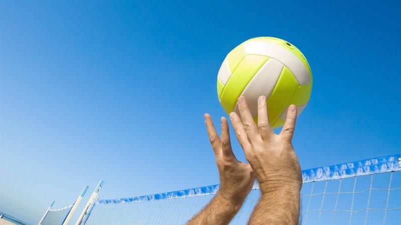 Das Faustball-Feld und die Regeln und Punktezählung dieser Sportart