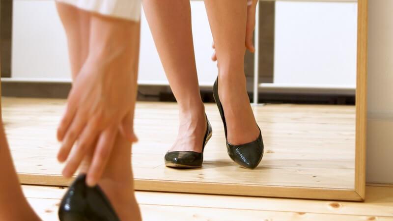 Aufmerksame Fußspezialisten haben spezielle Sohlen und Polster für Schuhe mit hohen Absätzen entworfen