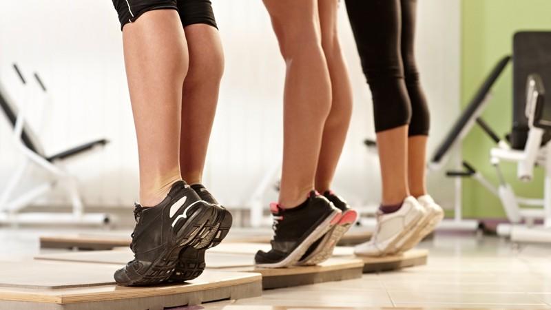 Wadenheben im Fitnessstudio