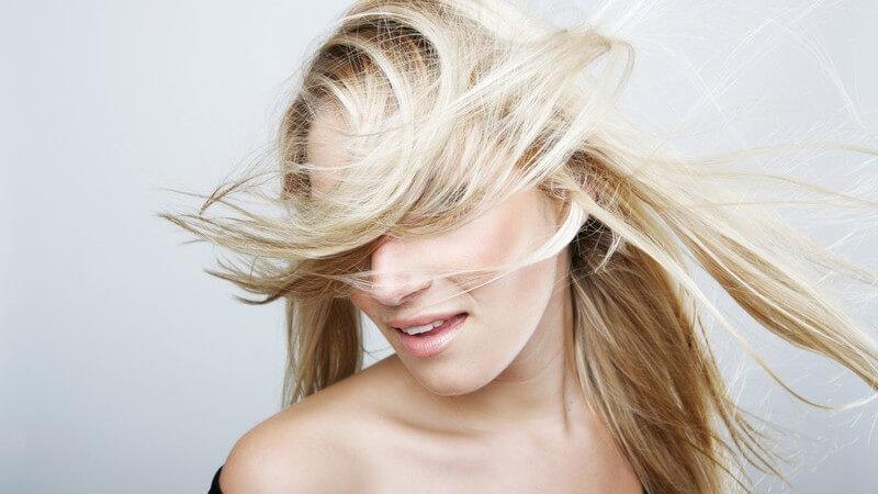 Wir geben Tipps zur Anwendung einer Haarmaske und erklären, wie man eine Haarmaske selber machen kann