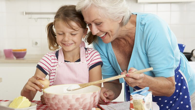 Der Handmixer kommt in der Küche bei vielfältigen Tätigkeiten zum Einsatz - beim Kauf sollte man