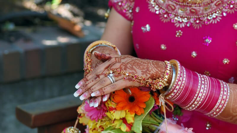 Hier erfahren Sie alles, was Sie über die Inhaltsstoffe und Anwendung von Henna-Farbe wissen müssen
