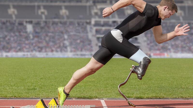 Klassifiziert wird mitunter in amputierte, sehbehinderte, kleinwüchsige sowie an einen Rollstuhl gebundene Sportler