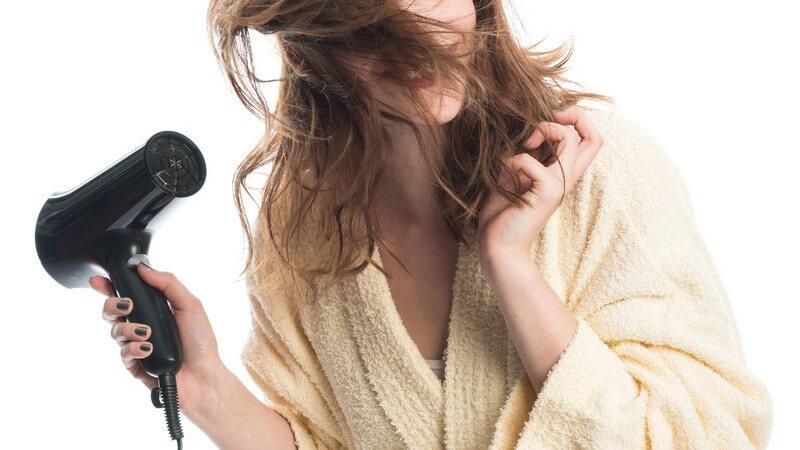 Wir geben Tipps rund um Haarstylingprodukte, Haarstyling von dünnem Haar und Ponystyling
