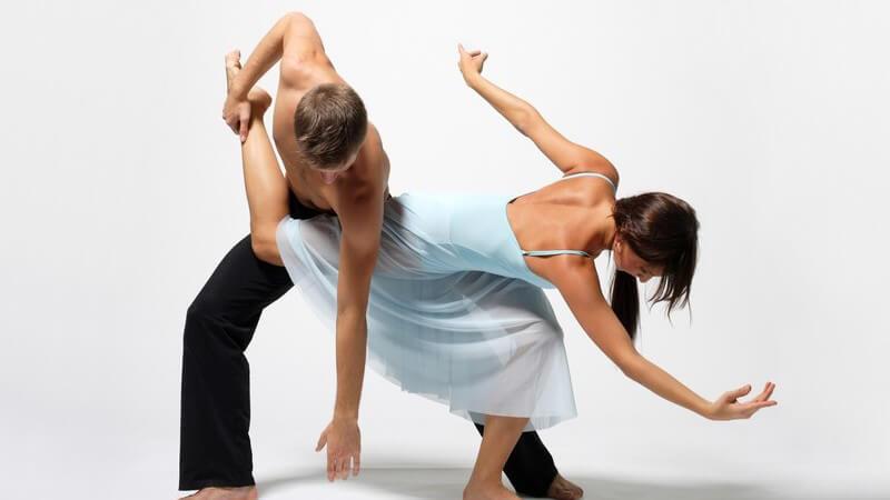 Balletttänzer werden als besonders leidensfähig angesehen; der Sport erfordert sehr viel Disziplin - Muskelschmerzen sind bei diesem Tanz an der Tagesordnung