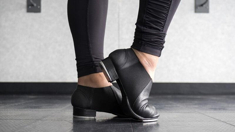 Der Steptanz entstand im 19 Jahrhundert in den USA - es handelt sich um eine freie Tanzart mit einzelnen, definierten Schritten