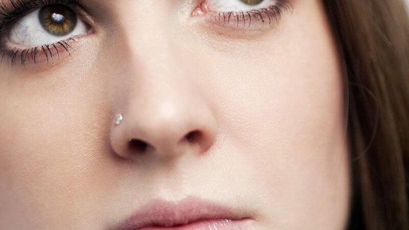 Hier erfahren Sie alles, was Sie vor und nach dem Stechen eines Nasenpiercings wissen sollten