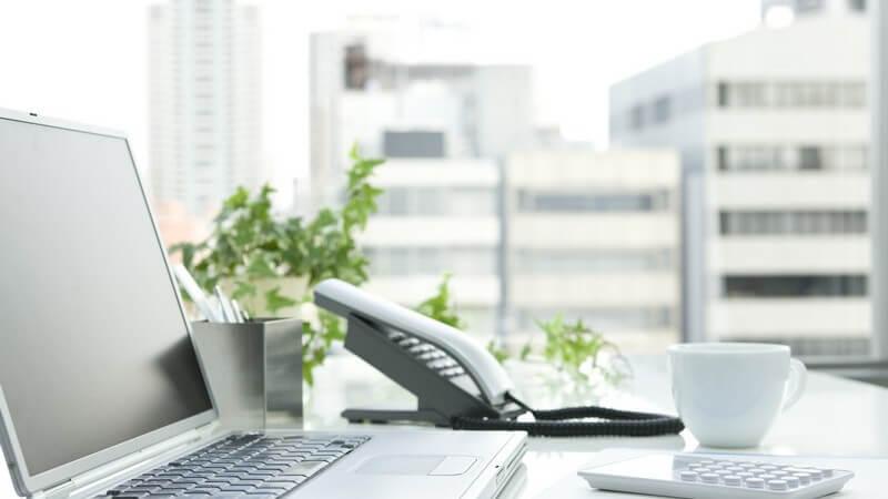 Das Betriebsklima kann durch verschiedene Faktoren negativ - aber auch positiv - beeinflusst werden - wir geben Tipps für ein friedliches Arbeitsklima