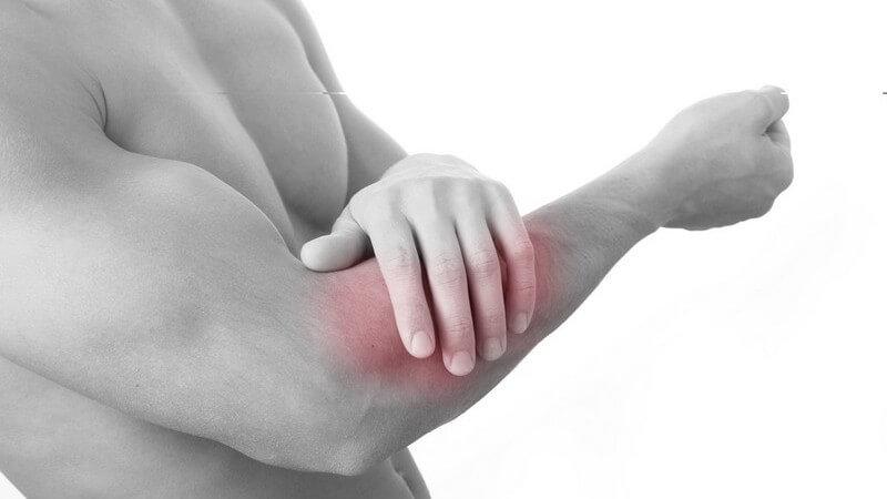 Die zu lange Speiche oder Elle wird durchtrennt, um einen Teil des Knochens zu entfernen