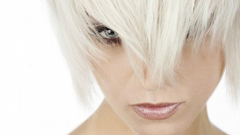 Wir erklären, was beim Tönen von blondiertem Haar zu beachten ist