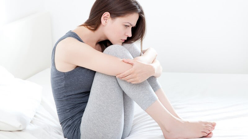 Typische Menstruationsbeschwerden und natürliche Linderungsmöglichkeiten