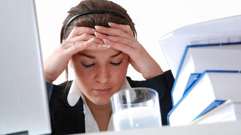 Die Arbeit im Großraumbüro - besonders die Konzentration kann darunter leiden; wir zeigen, wie man sich am besten arrangiert