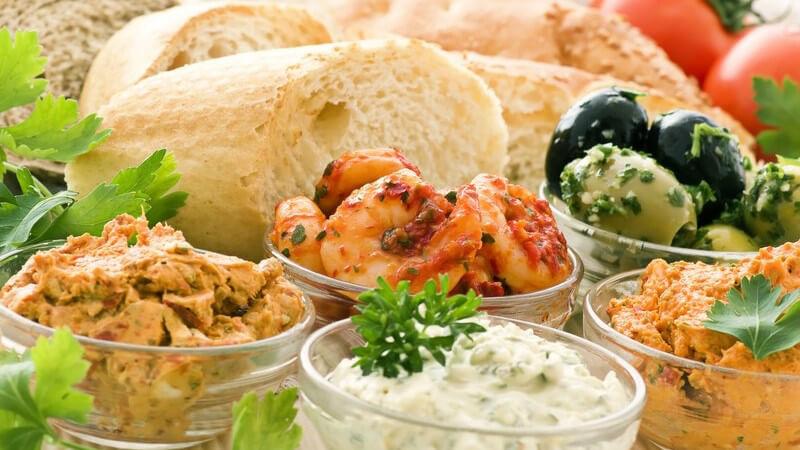 Dips und Saucen die zu Nachos gereicht werden, können mild, fruchtig oder auch sehr scharf sein