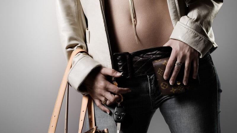 Durch eine Optimierung von Make-Up, Kleidung und Frisur heben Stilberater die Vorzüge von Männern und Frauen hervor