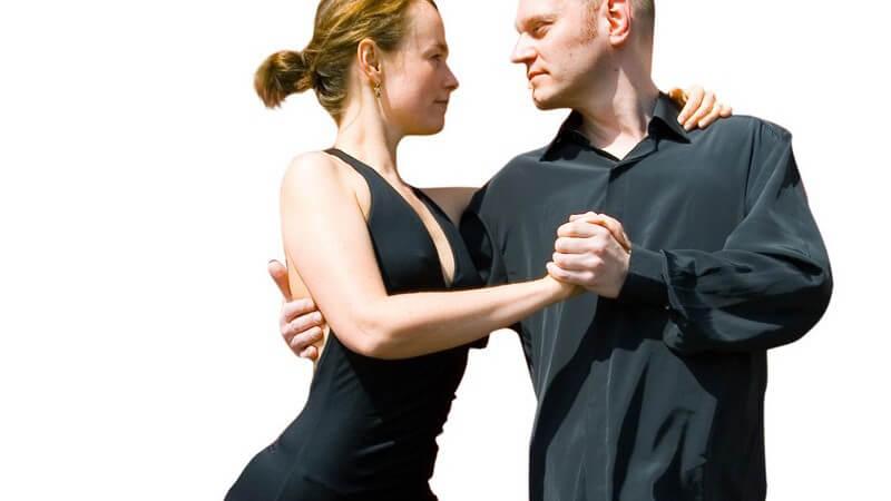 Wer hierzulande Tanzlehrer werden möchte, kann sich an die beiden Tanzverbände ADTV und BDT wenden - die Ausbildung dauert drei Jahre