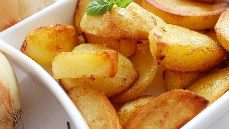 Selbstgemacht schmeckt meist am besten - auch bei beliebten Knabbereien wie Chips, Popcorn und Käsestangen ist das möglich und gesünder ist es noch dazu