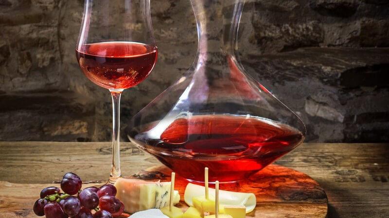Wein und kleine Snacks gehören zusammen - wir zeigen, was passt und wie man diese Knabbereien selbst herstellen kann