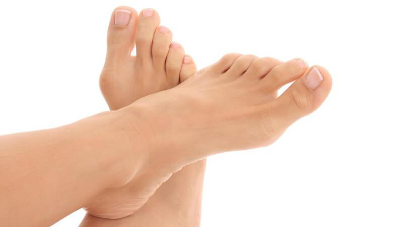 Als mögliche Ursache gilt das häufige Tragen von Schuhen mit hohen Absätzen